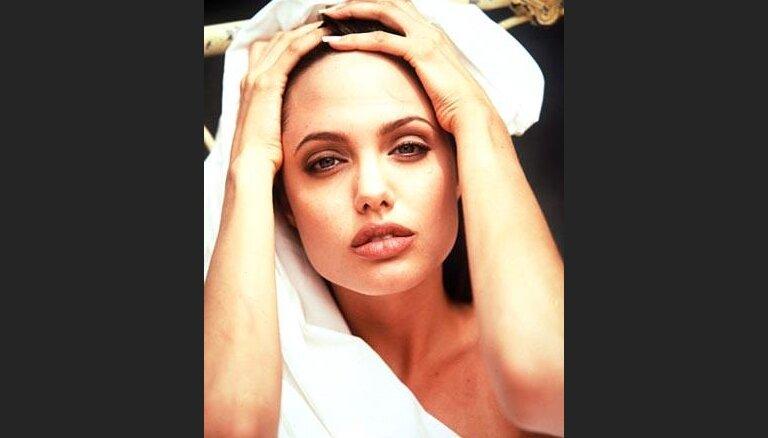 Жакеты Джоли на детей Ирака