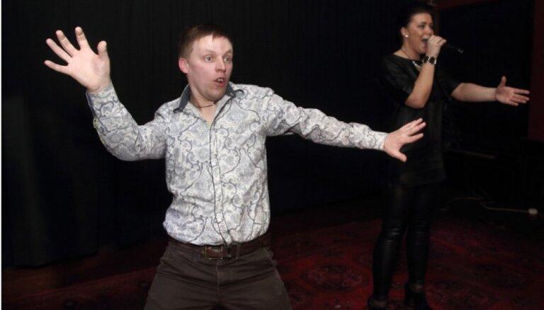 Foto: Kā šovbiznesa dīvainis Antons plosījās savā jubilejā