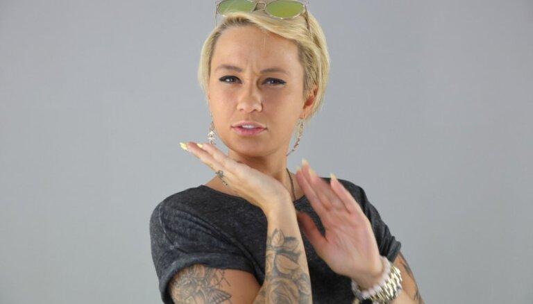 Ballīšu pavēlniece un iespējamā TV zvaigzne – tetovētā Raimonda