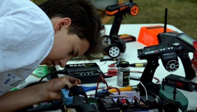 Foto: Radiovadāmo auto sacensības Ādažos