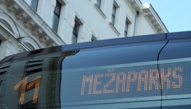 Cilvēki pieturvietās nav informēti par 11. tramvaja kustības apturēšanu