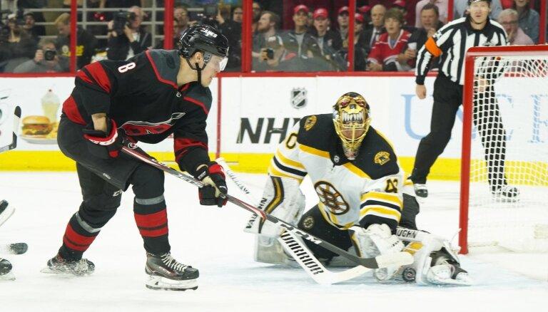 'Bruins' nonāk vienas uzvaras attālumā no Stenlija kausa fināla
