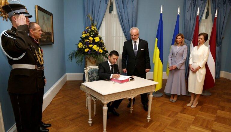Foto: Ukrainas prezidents pateicas Latvijai par palīdzību grūtību pārvarēšanā