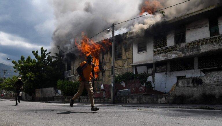 Foto: Vardarbīgos protestos Haiti divi bojāgājušie