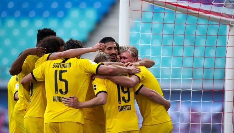 Vācijas bundeslīga: Dortmunde nodrošina vicečempiones statusu; Menhengladbaha atgriežas Čempionu līgas zonā