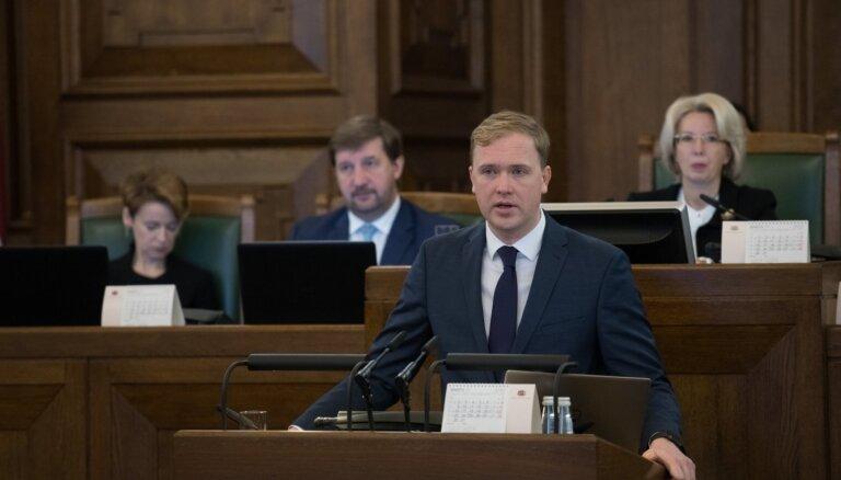 'Pašaizliedzība nepārliecina' – Valainim neizdodas pārliecināt Saeimu par saviem priekšlikumiem