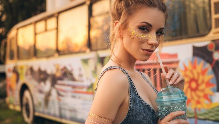 Daudzveidīgas frizūru idejas vasaras festivāliem un brīvdabas koncertiem