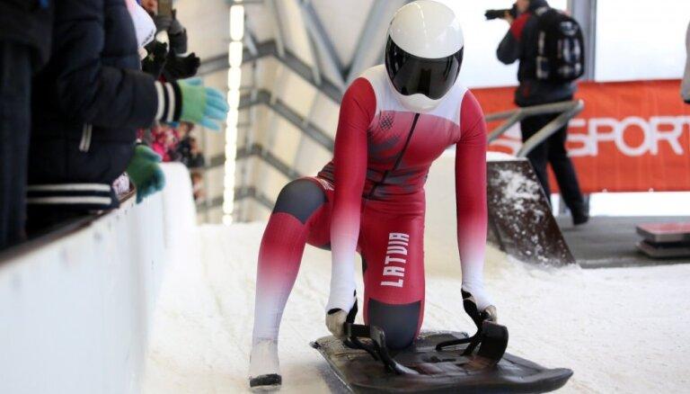 Skeletonistes Tērauda un Zunte uzreiz aiz pirmā desmitnieka pasaules junioru čempionātā