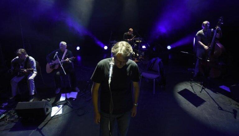 Noklausies! Mielavs un 'Pārcēlāji' klausītāju vērtējumam nodod dziesmu 'Zelta skalošana'