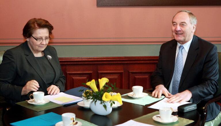 Prezidents ar Straujumu un Dūklavu pārrunās turpmāko rīcību saistībā ar Krievijas noteikto embargo