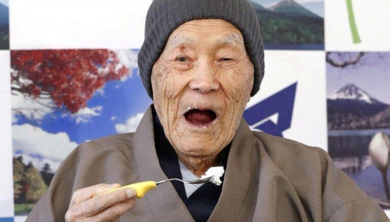 Japānā 113 gadu vecumā miris pasaules vecākais vīrietis