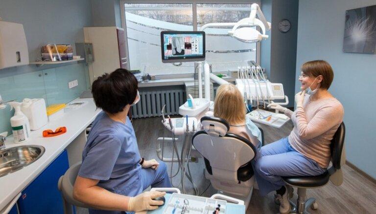Подарите маме и папе улыбку. Латвийские стоматологи о том, как помочь родителям решить проблемы с зубами