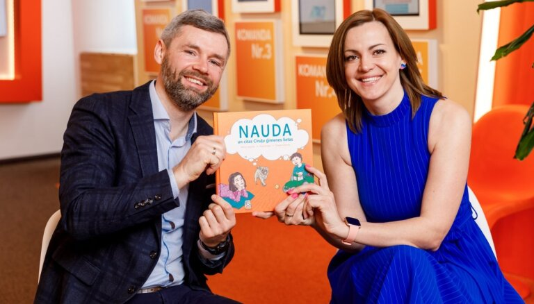 Ģimenēm dāvina stāstu grāmatu par naudas plānošanu