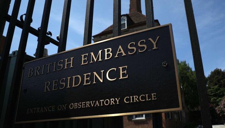 Atkāpies Trampu kritizējušais Lielbritānijas vēstnieks ASV
