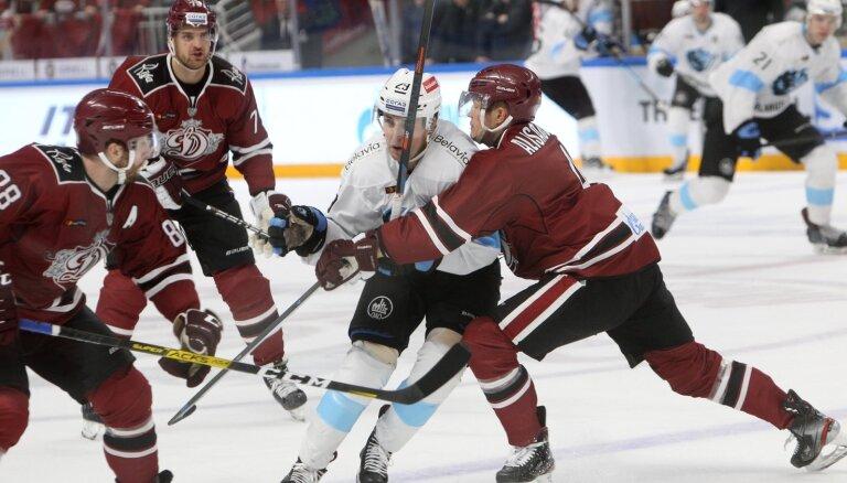 Rīgas 'Dinamo' derbijā pret Minskas komandu pārtrauc zaudējumu sēriju