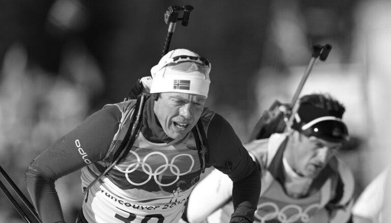 Miris titulētais norvēģu biatlonists Halvars Hanevolds