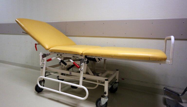 Nē, visiem mirušajiem Covid-19 pacientiem nebija iepriekš atklātas smagas slimības