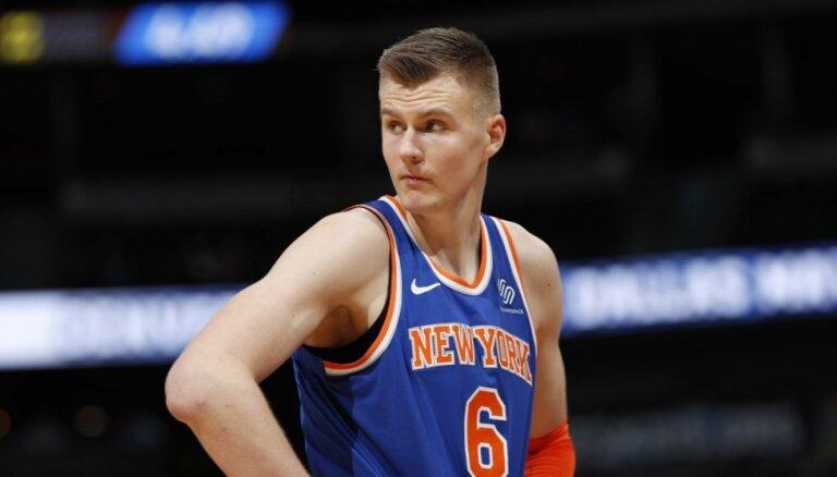 Dīvainā Porziņģa situācija izspieda manu dēlu ārā no 'Knicks', pukojas Hārdevejs senjors