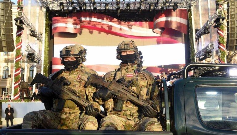 Svinīgā Nacionālo bruņoto spēku parāde 11. novembra krastmalā