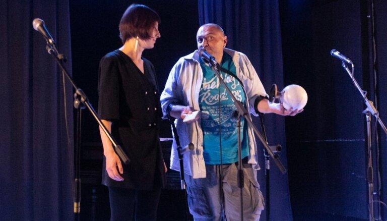 Festivāla 'Dzeja bez robežām' balvu saņēmis Melnkalnes dzejnieks Fjodors Svarovskis
