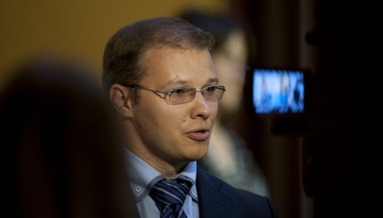 Нацблок: Яунземе-Гренде заслуживает извинений от Домбровскиса