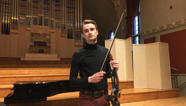 ВИДЕО: Элтон Джон разрекламировал в соцсетях латвийского скрипача