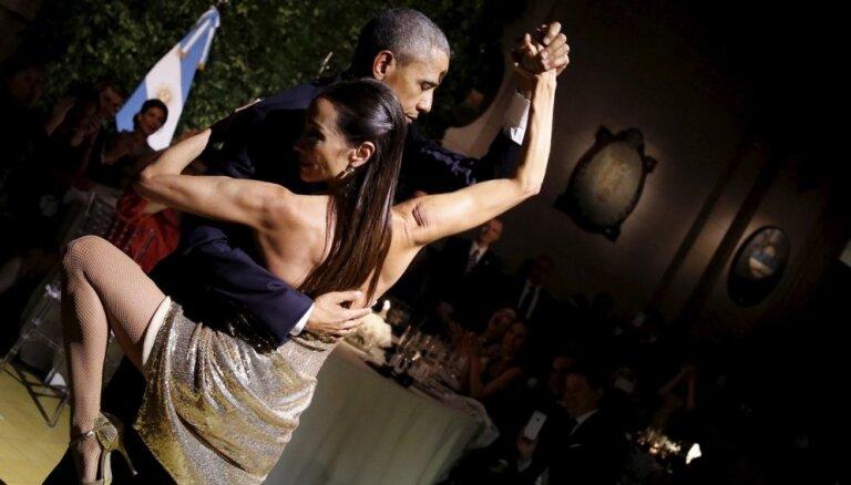 Foto: Kā Baraks Obama Argentīnā danci grieza