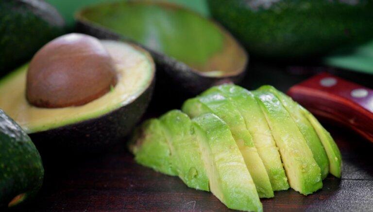 Авокадо: как покупать, вскрывать и хранить — 5 советов эксперта (который ест и готовит их с детства)
