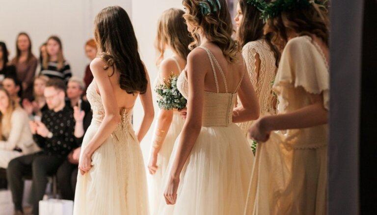Foto: Baltijas kāzu modes izstādē izrāda zīmīgākās 2018. gada tendences
