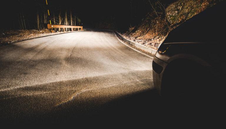 Eksperti iesaka auto spuldzes nevērtēt tikai pēc cenas un kalpošanas ilguma