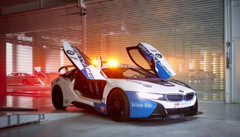 'Formula E' drošības auto 'BMW i8' jaunā veidolā