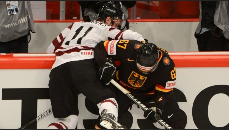 Fotoreportāža: Latvijas hokejistu nozīmīgā uzvara pār Vāciju