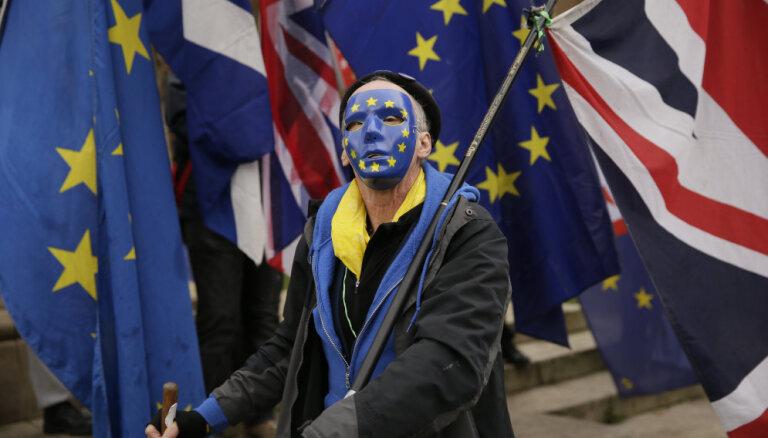 Korbins sola atbalstu Mejas 'Brexit' līgumam, ja valsts paliks muitas savienībā