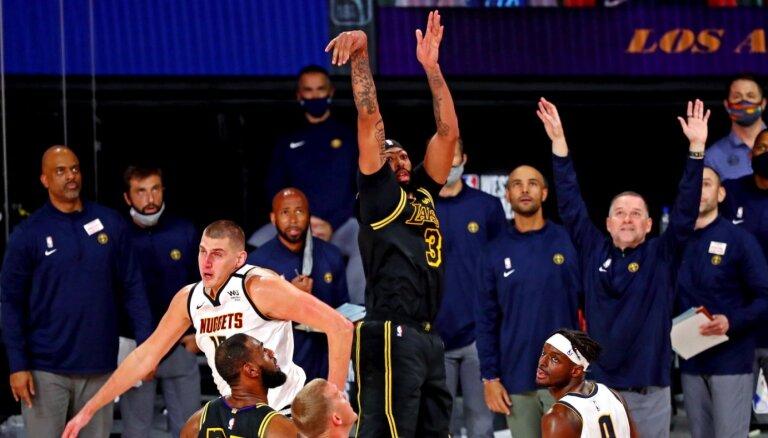 Deivisa 'sirēnlauzis' ļauj 'Lakers' sagrābt uzvaru pret 'Nuggets'
