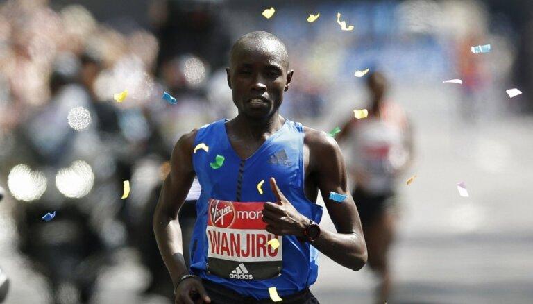 2017. gada Londonas maratona uzvarētājs atstādināts no sacensībām par dopinga lietošanu