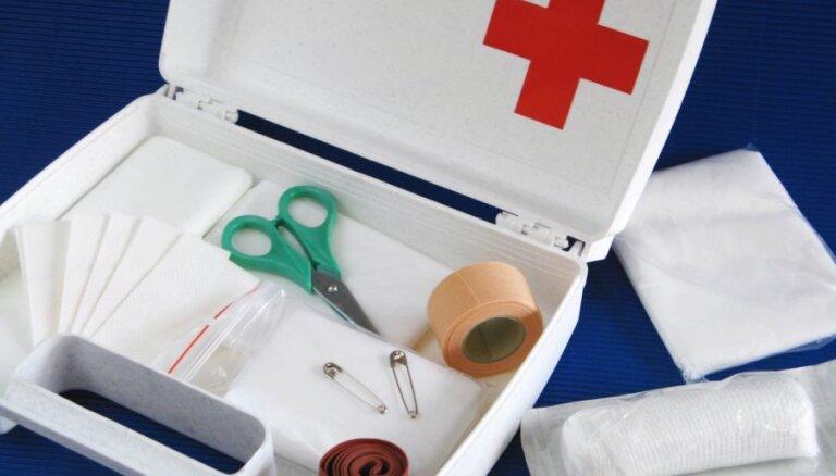 Termometrs un pretalerģijas medikamenti: BKUS ārsti par mājas aptieciņas saturu
