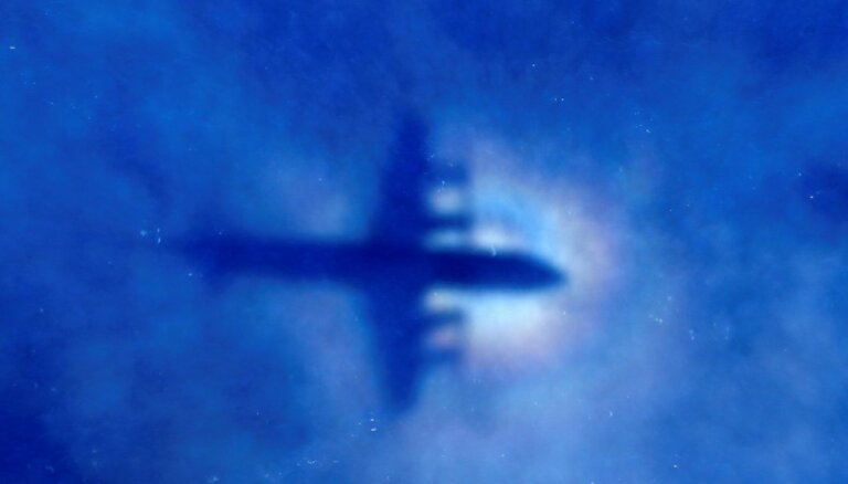 Pārtraukta mistiski pazudušā reisa MH370 meklēšana