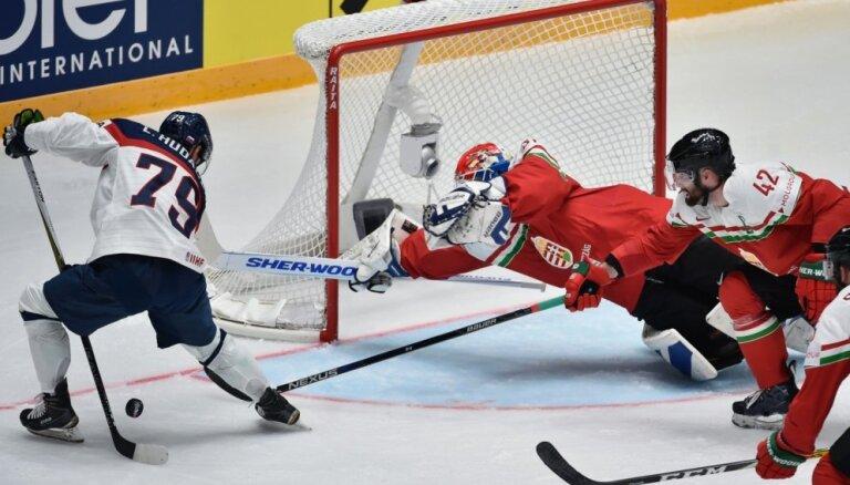 Беларусь вновь пропускает шесть шайб, за венгров забрасывает 41-летний канадец