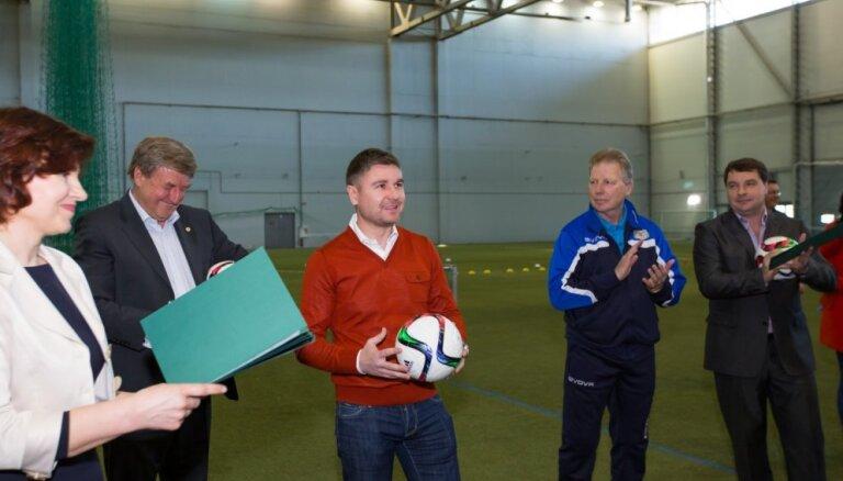 Foto: Pahars piedalās Rīgas Futbola akadēmijas jaunās sezonas atklāšanā
