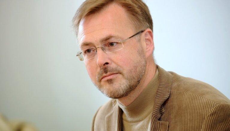 Алексей Лоскутов предложил Ушакову извиниться перед Путиным и уехать в РФ