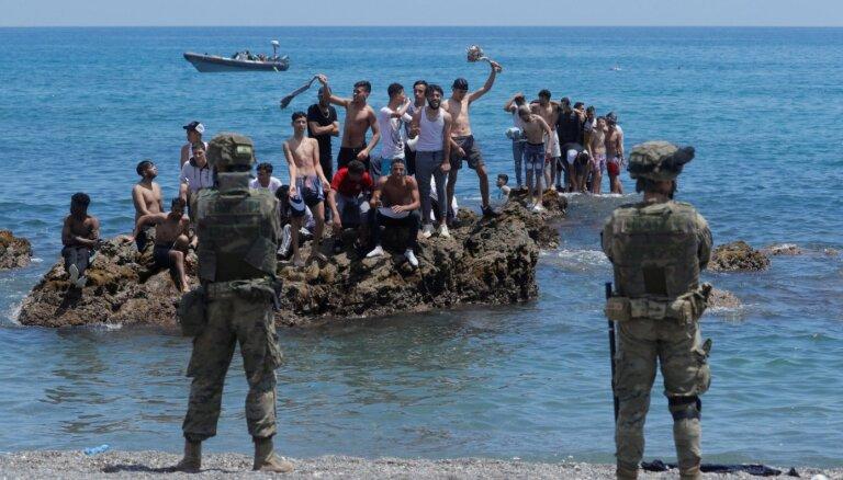 Еврокомиссия призвала Марокко остановить поток мигрантов в Сеуту