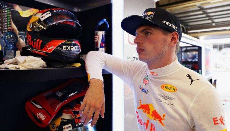 Verstapens: vienam stulbam FIA komisāram ir 'zobs' uz mani