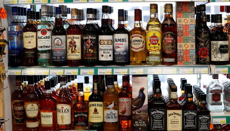 Минфин предлагает повышать ставку акцизного налога на алкоголь постепенно