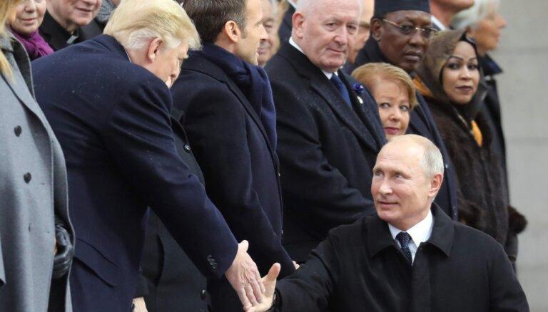 Путин и Трамп почти не поговорили в Париже. Почему так вышло?