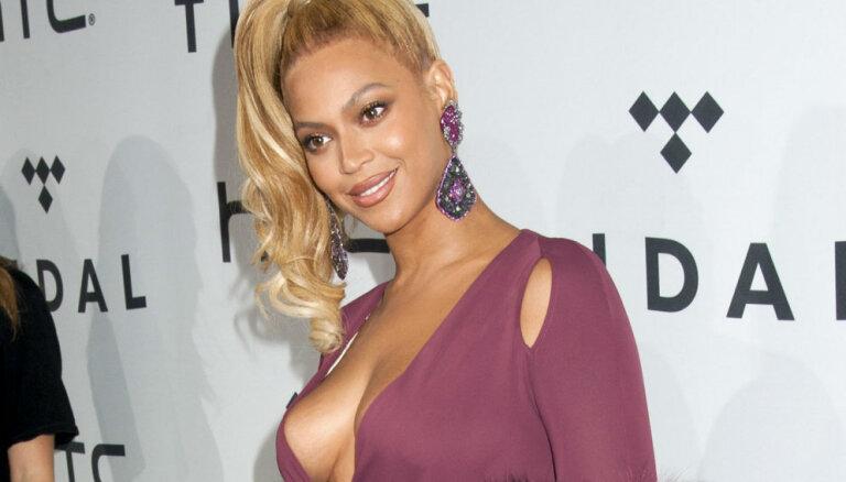 ФОТО: Звезды блеснули нарядами на церемонии премии MTV Video Music Awards