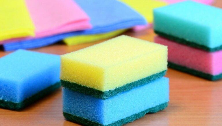 Smaka un ēdiena paliekas: kā mazgāt trauku lupatiņas un švammes