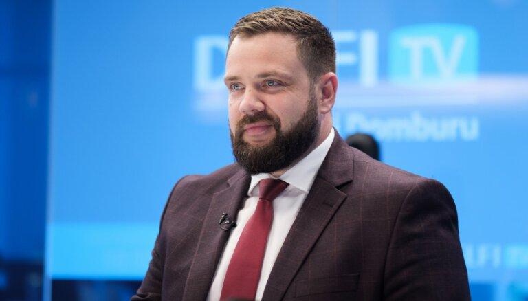 Vitenbergs sola uzņēmējiem 'garo naudu'; Latvijas Banka brīdina par lieliem riskiem
