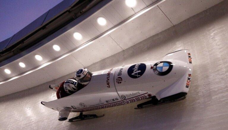 Latvijas vadošās bobsleja divnieku ekipāžas noslēdz pirmo sešinieku PK pēdējā posmā