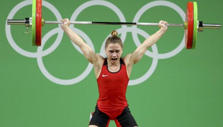 Koha izcīna vēsturisku medaļu pasaules čempionātā svarcelšanā