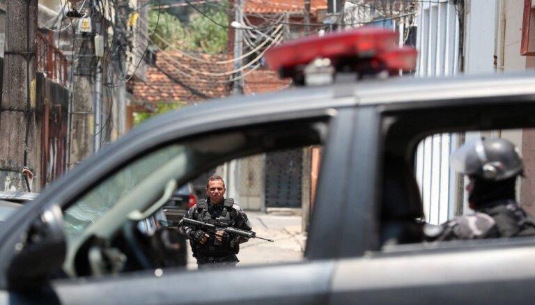 Policijas operācijā Riodežaneiro favelās nogalināti 13 cilvēki